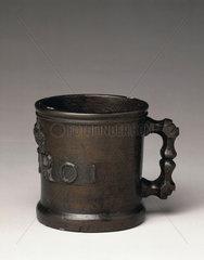 Bronze Exchequer Standard Winchester Pint measure  1601.