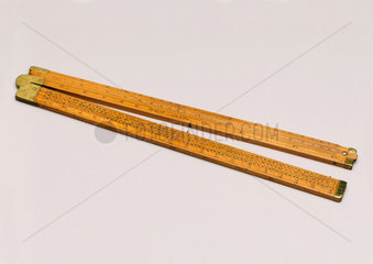 Boxwood Coggeshall folding slide rule  1720-1730.