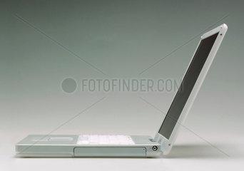 iBook  2002.