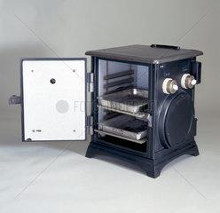 GEC 'Beeton' electric cooker  1906.