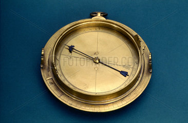 Small circumferentor with fixed and moveable sights  1571-1600.