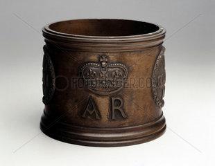 Bronze standard wine gallon measure  1707.