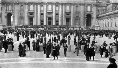 Crowds in St Peter's Square  Vatican City