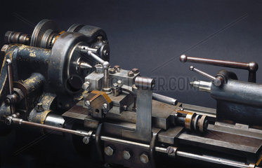 Screw-thread correcting lathe  c 1910.