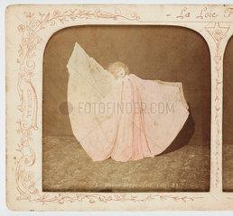 'La Danse Serpentine'  c 1895 .