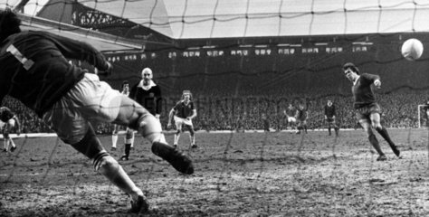 Phil Neal scores for Liverpool  5 February 1977.