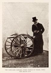 King Edward and Hiram Maxim with the Maxim gun.