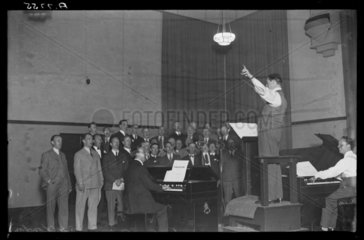 Fifty Star Singers recording Christmas carols  1932.
