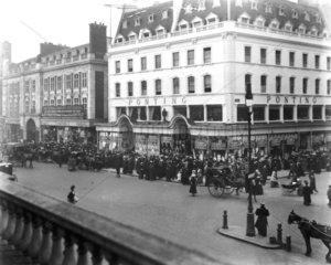 Queueing for the Ponting's sale  London  1907.