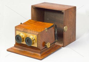 Achromatic stereoscope  1865-1875.