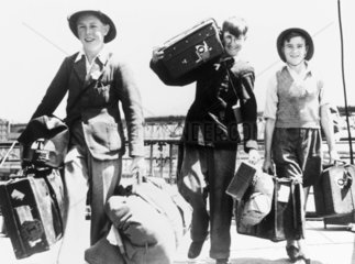 British evacuees arriving in Australia  Second World War  28 November 1940.
