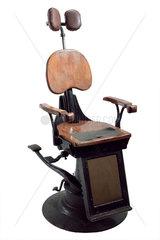 'School' hydraulic dental chair  1910-1930.