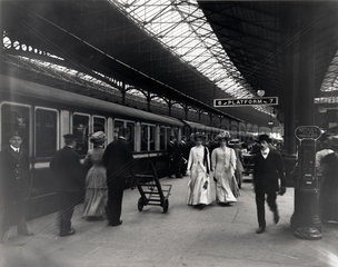 Euston Station  platform 6  1909.