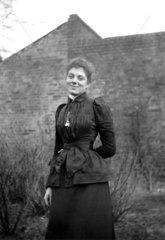 Edwardian woman posing for camera  c 1900s.