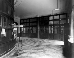 Ticket and booking office  Paddington stati