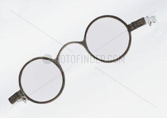 Transverse folding spectacles  1798.