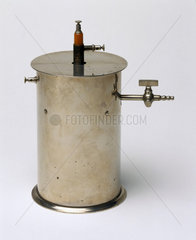Ionisation chamber made by Pierre Curie  c 1895-1900.
