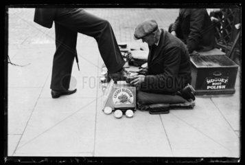 Shoe polishing  1932.