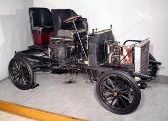 White Steamer 10 hp steam motor car  1903-1905.