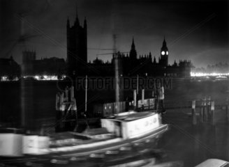 Houses of Parliament at night  London  16