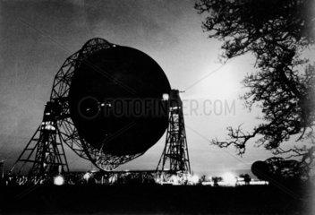 Jodrell Bank radio telescope by night  5 Fe