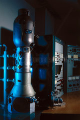 Scanning electron microscope  1965.