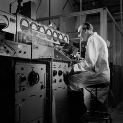 Inspecting finished valves  Mullard Ltd  Mitcham  1954.