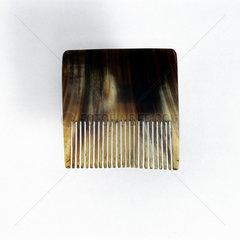 Horn graining comb  19th century.