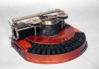 Hammond Ideal typewriter  1884.