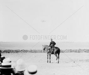 Height competition at Rheims  1909. The fir
