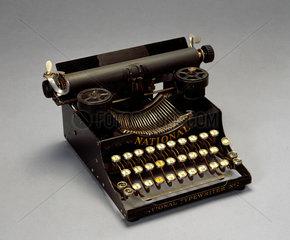 'National' portable typewriter No 5  1916.