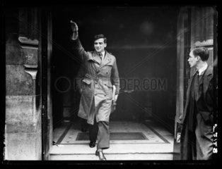 Nazi salute  London  1940.