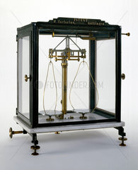 Short-beam analytical balance  1876.