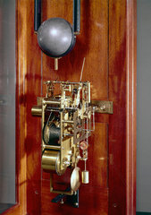 Free pendulum clock  English  1899.