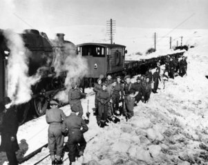 Troops clearing snow at Arten Gill on the L