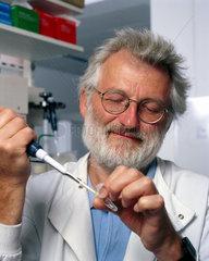 Sir John Sulston  English pioneering researcher in genomics  2002.