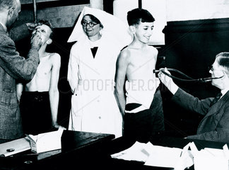 Medical examination of school evacuees  London  12 June 1940.