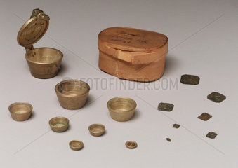 Set of brass weights from Alicante  Spain  1815-1818.