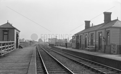 Marsh Gibbon & Poundon Station  up direction  early 20th century.