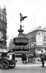 Statue of Eros  Piccadilly Circus  London  c 1914-1918.