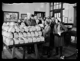 Free bread  1935