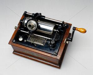 Edison-Bell Gem phonograph  1904.