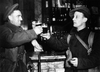 Soldiers on Christmas leave  1939. 'The fir