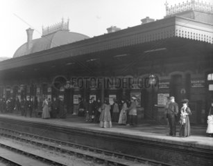 Commuters at Slough Station  Berkshire  c 1907.