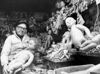 Dolls' hospital  1980.