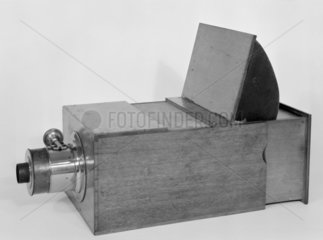 Box reflex camera obscura  1845-1855.