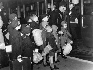 Child evacuees depart  14 December 1939.
