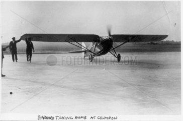 De Havilland DH80 Puss Moth G-AAXW arriving