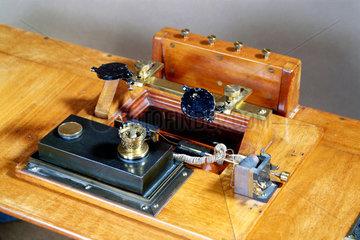 Milne double boom seismograph  1908.