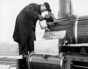 Lubricating a steam locomotive  1951. A Fre